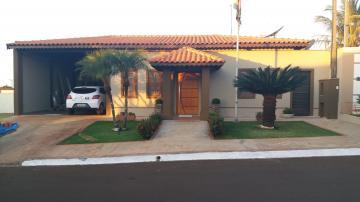 Alugar Casa / Condomínio em Cravinhos. apenas R$ 780.000,00