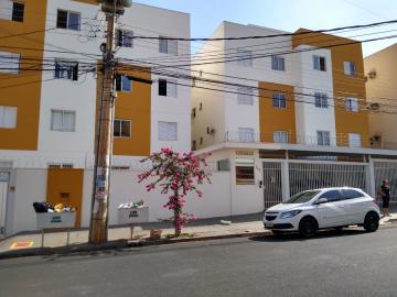 Apartamento / Padrão em Ribeirão Preto Alugar por R$900,00